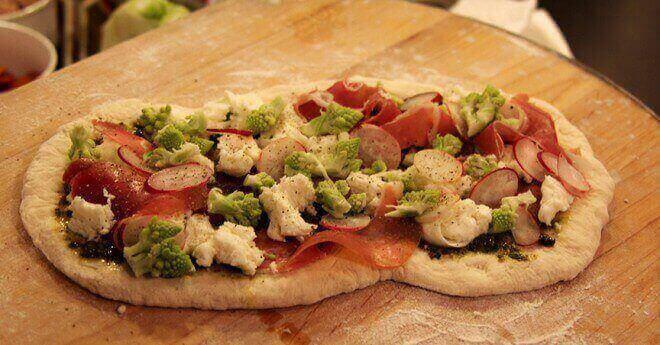 prosciutto-and-radish-pizza