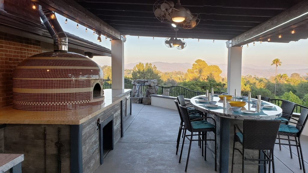 Outdoor Dining Area-PIzza Oven