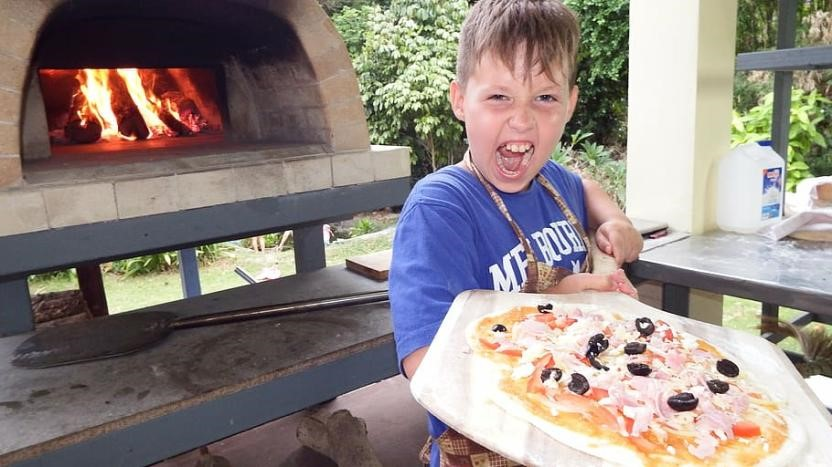 child yelling- holding pizza on peel