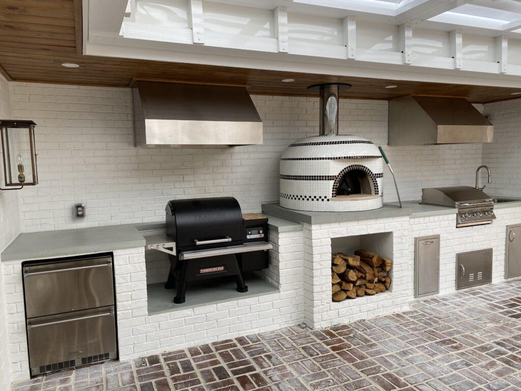 White and black Napolino Pizza Oven